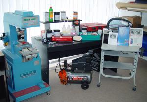 Investitionen in eine Tampondruckmaschine inkl. Druckvorstufe und Farblabor.